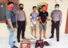 Dua remaja pelaku curat PDAM berinisial MDP (18) dan IS (15), saat berada di Mapolsek Banjar Agung
