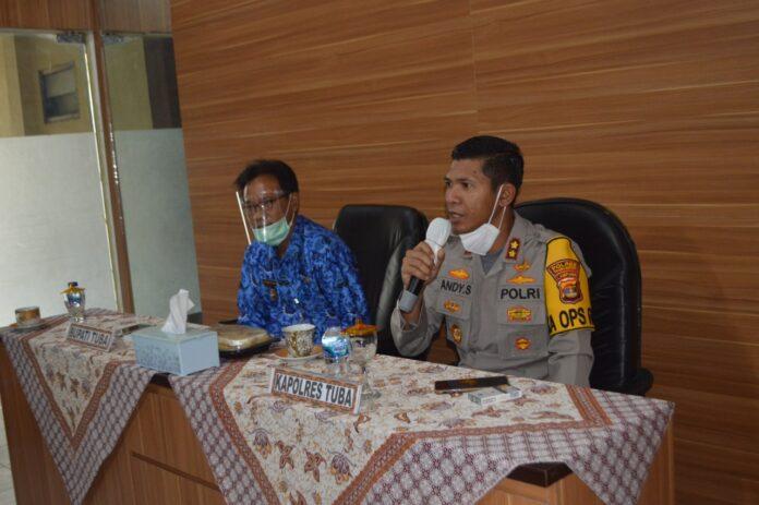Kapolres Tulang Bawang AKBP Andy Siswantoro, SIK saat memimpin rakor kesiapan menghadapi bencana alam tahun 2020 di Rupatama Wira Satya Mapolres Tulang Bawang