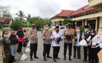 Kapolres Tulang Bawang AKBP Andy Siswantoro, SIK foto bersama Ketua Baznas dan Ketua Pokdar Kamtibmas Kabupaten Tulang Bawang