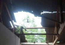 Rumah terdampak bencana alam hujan deras disertai angin kencang yang terjadi di Kampung Bujuk Agung