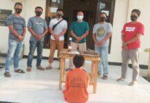 Terduga pelaku pencurian uang tunai puluhan juta di Kampung Marga Jaya berinisial NM (30), saat berada di Mapolsek Gedung Aji